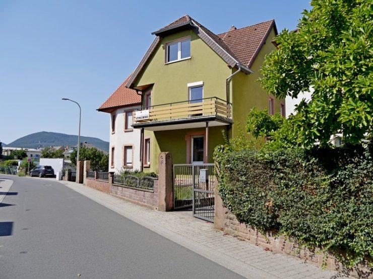 Einfamilienhaus mit Garten und Garage in Edenkoben (Südliche Weinstraße)