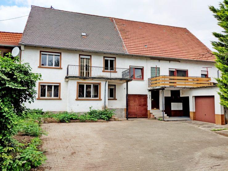 Reserviert !! Doppelhaus mit 2- 3 Wohneinheiten, Nebenräumen und Hof in Katzweiler
